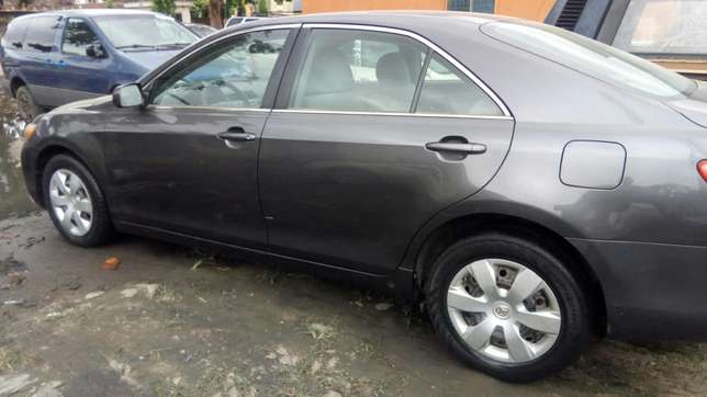 Clean 2009 Toyota Camry LE Yaba - image 5