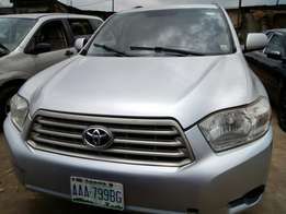 Clean Toyota Highlander ac chilling Lagos clear buy and used no fautly