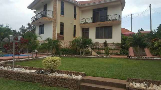 Brand new residential mansion for sale in Nalya with beautiful 6 bedro Kampala - image 2