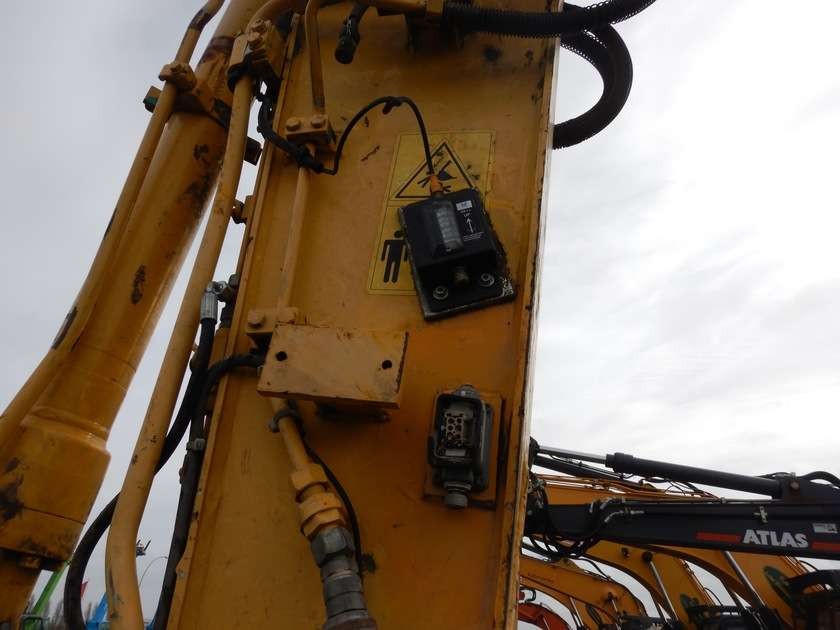 New Holland E135BSR-2 - 2009 - image 22