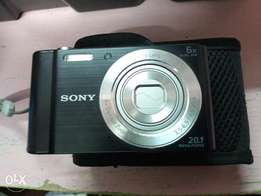 Sony camera, highly portable just the correct size for your pocket