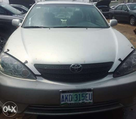 Neatly used 2005 Toyota Camry with good Lagos Mainland - image 4
