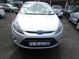 2010 FORD FIESTA,4 doors, factory a/c,cd player,central lockin
