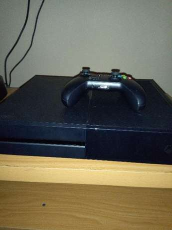 Neatly UK used xbox one with 1 pad and 1 free game Osogbo - image 1