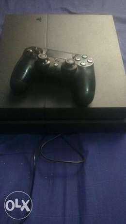 Ps4 console with a pad Hazina - image 1
