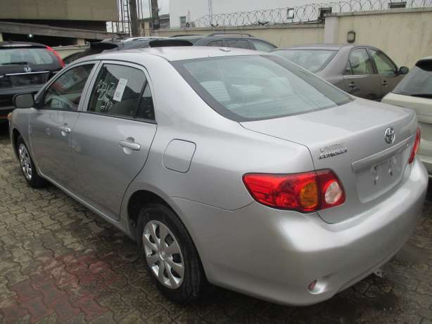 Very Clean Toyota Corolla 010, Silver, Tokunbo Lagos Mainland - image 7