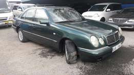 Mercedes-Benz E 200 Automatic