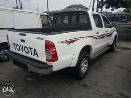 Newly refurbished Toyota hilux 4/4