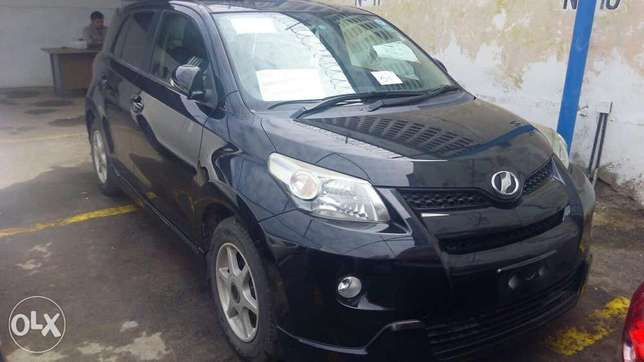 Toyota its black metallic colour fully loaded Mombasa Island - image 1