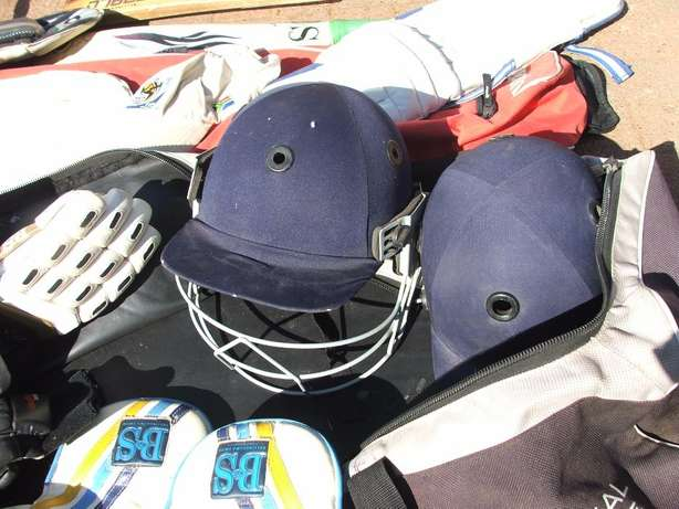 Cricket Set Complete (incl Ball and Wiki gloves) Roodepoort - image 4