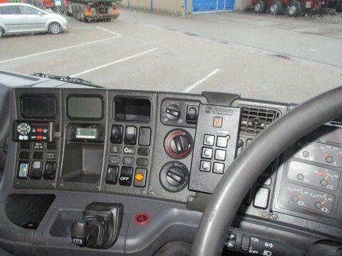 Scania 94 DB 4X2 NA 230 RHD - 2003 - image 8