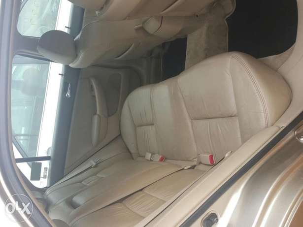 Tincan cleared 2005 Honda Accord EX-L gold colour Lagos Mainland - image 7