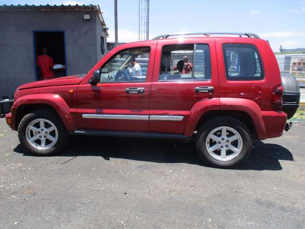 Jeep cherokee 3.7 limited Automatic, 5-Doors, Factory A/c, C/d Play Johannesburg CBD - image 4