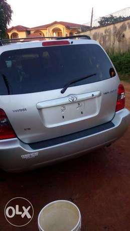 Super clean 06 toyota highlander 7 seater , 3rd row. tincan cleared. Lagos Mainland - image 2