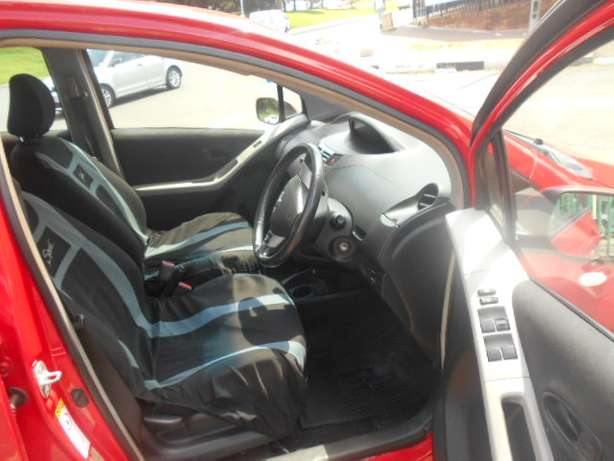 Automatic 2008 Red Toyota Yaris T3 for sale Johannesburg - image 4