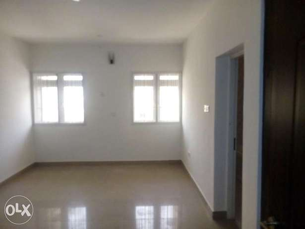 3bedroom apartment located at mabushi by Mobil filling station Wuse 2 - image 3