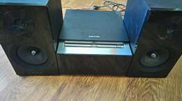 Samsung DVD and usb player. Radio.Ipod and android docking as well