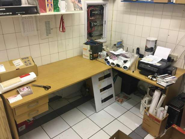 Reduced 2 x really nice desks with drawers in good condition Edenvale - image 1