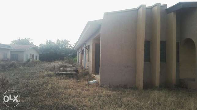 To let:2 units of 3bedrm flat available Akure South - image 3