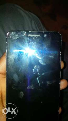 used BlackBerry z30 with a screen crack but working normally Kahawa sukari - image 1