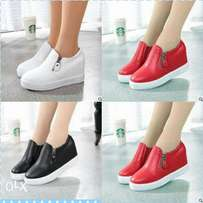 Ladies casual slip on rubber shoes