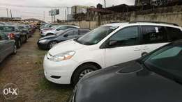 White Toyota Sienna LE up for grab this Yuletide direct from Texas.