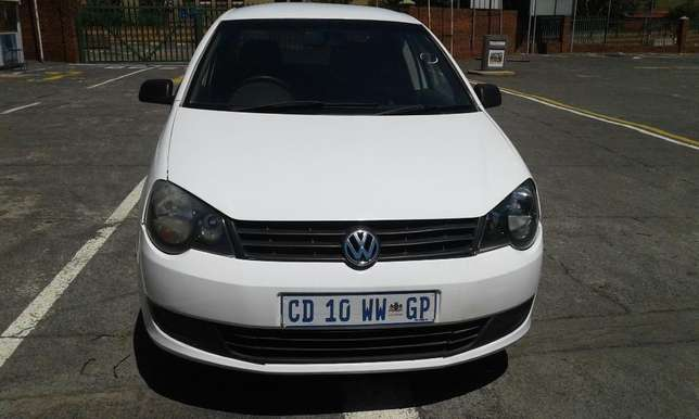 Polo 1.6 very clean and low mileage Johannesburg CBD - image 3