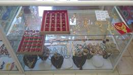 Imitation jewellery and beads necklaces