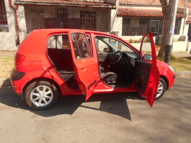 2006 Automatic Hyundai Getz 1.6 Hatchback with sound system for sale Johannesburg - image 5