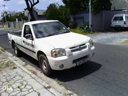 bakkie with brand new toyota 4y motor in..