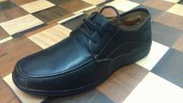 a QISEL Italian pure leather & rubbercasual/work shoe size 41(UK 7.5)