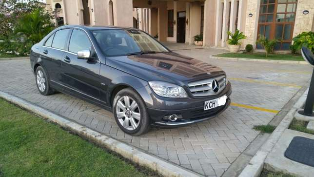 Mercedes Benz C200 CGI Blue Efficiency 2010 Nairobi CBD - image 1