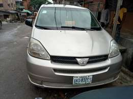 Toyota sienna very clean ac buy and drive 2005