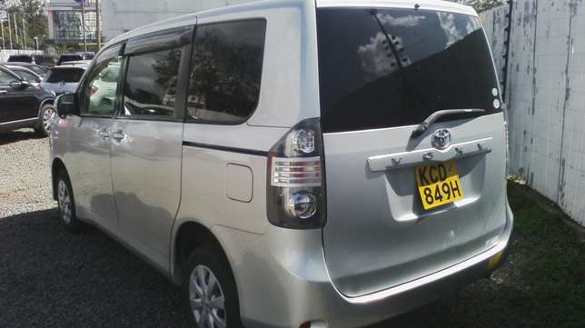 In perfect condition, Toyota Voxy, year 2008. Hurlingham - image 2