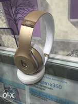 Beats solo3 wireless gold with 40hrs battery life