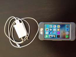 iPhone 5 16g white with cover and charger