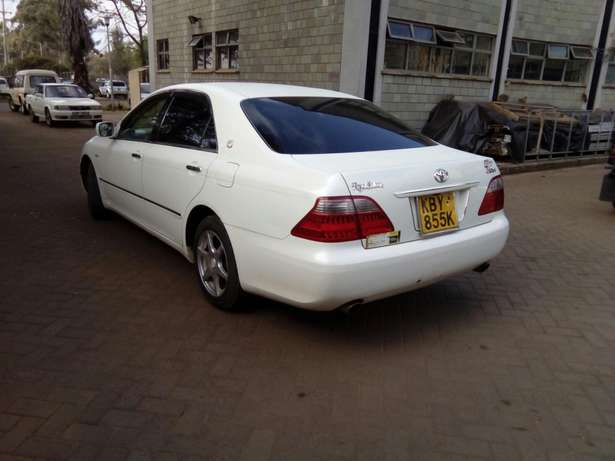 Toyota Crown 2007 Model In Very Good Condition Karen - image 3