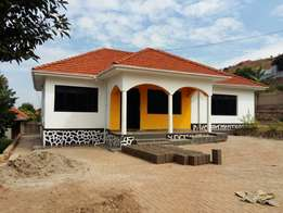 Four 4bedrooms house and two 2servants quter for rent at 1.3m