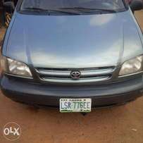 A very clean toyota Sienna 2000 model, urgent buyer needed.