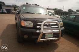 Toyota Tundra metallic black