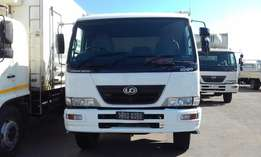 Nissan UD 100 single diff rigid animal truck