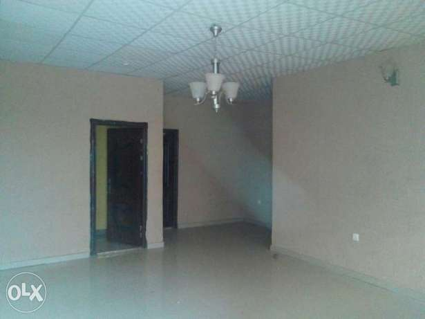 To Let: Clean 3 Bedroom Flat at IREWOLEDE area Ilorin West - image 3