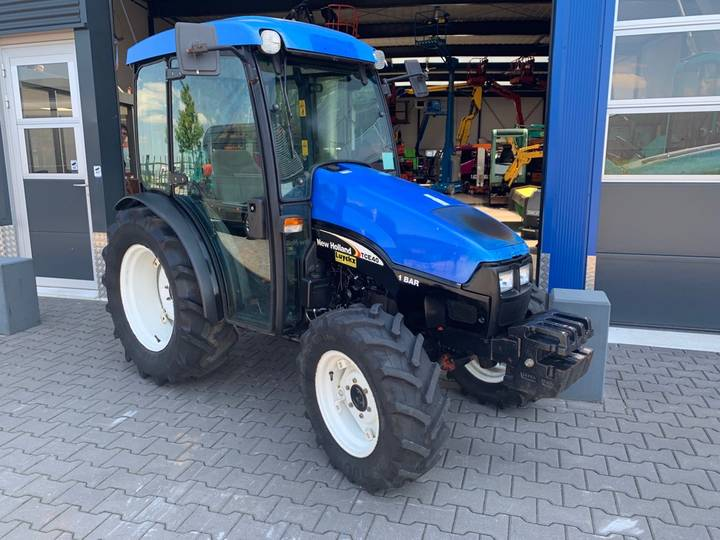 New Holland TCE 40 Tractor - 2004