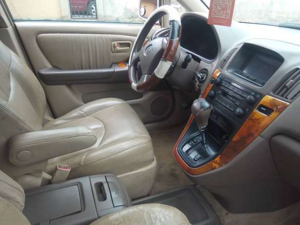 super clean Toyota corolla 2004 model first body leather interior Ayobo/Ipaja - image 6