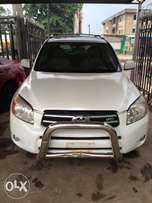 Super clean Nigeria used Toyota RAV4 2008 model 3 seater rows.