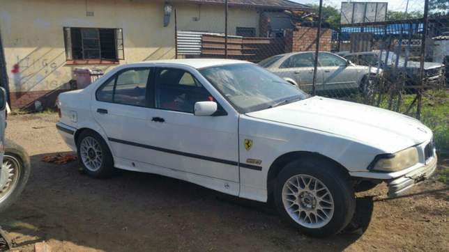 Bmw E36 stripping for spares and parts for sale Pretoria West - image 1
