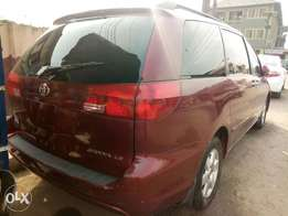 Super Clean Tokunbo Toyota Sienna 2005 LE