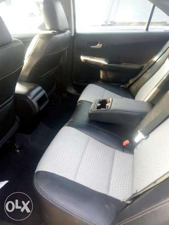 2012 Toyota camry SE black in good condition Lagos Mainland - image 3