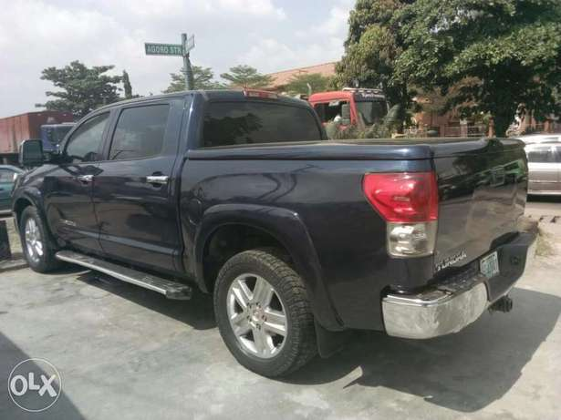 ADORABLE MOTORS: A clean, well used 08 Toyota Thundra Lagos Mainland - image 1