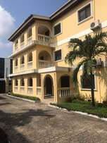 4 bedroom flat with a bq for rent in Lekki phase1